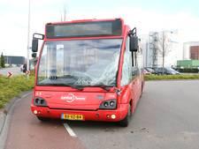 Lijnbus botst achterop vrachtwagen in Borculo