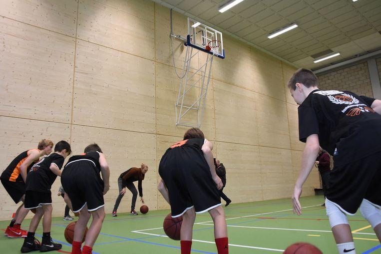 Ann Wauters gaf een demo maar de basketbalring wou toen nog niet naar beneden komen omwille van een technisch probleempje