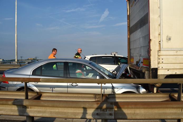 Ongeluk op de Merwedebrug.