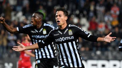 Transfer Talk. Antwerp heeft oogje op Benavente - Waasland-Beveren haalt middenvelder bij PSV - Nakamba blijft het hard spelen