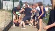 VIDEO. Ouders knokken erop los tijdens voetbalwedstrijd van hun kinderen