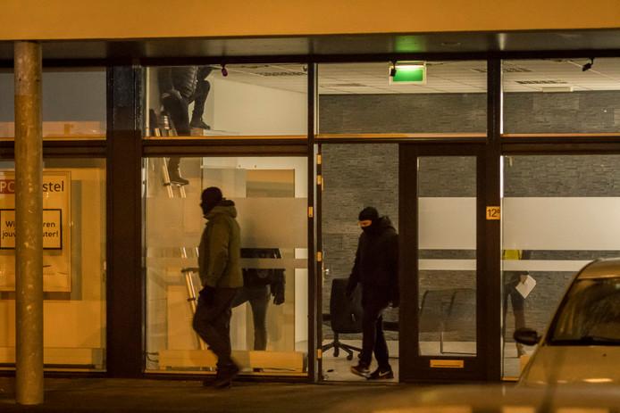 De politie viel het gebouw rond 1:30 uur binnen.