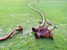 Sportgrasvelden in Dinkelland zowel kurkdroog als gezond groen