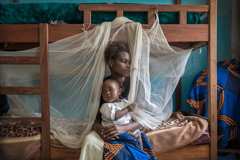 Grace Rusumba (16) verblijft samen met haar baby Willermine in een opvanghuis van de Panzi Foundation van Dr. Denis Mukwege in Bukavu, Congo.