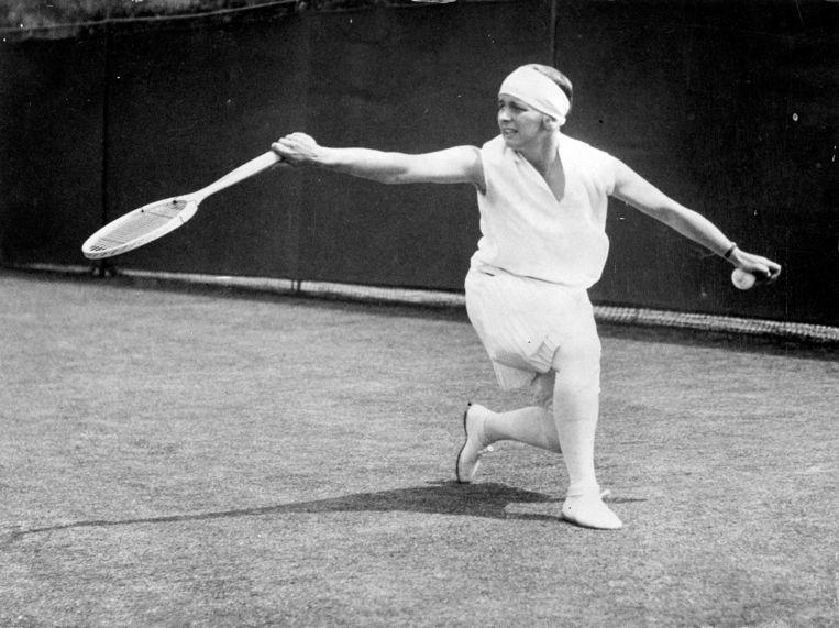 Kea Bouman in actie op Wimbledon in 1929. Beeld Hollandse Hoogte/Spaarnestad Photo