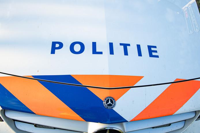 De politie doet onderzoek na een ongeval in OudGastel Een dronken automobilist reed in de sloot met zijn auto.