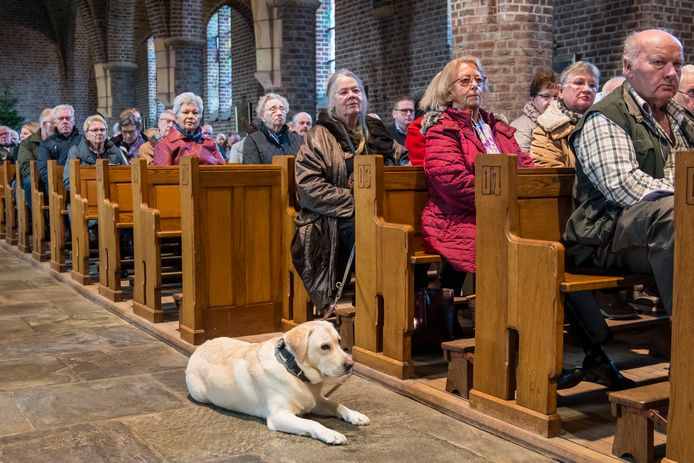 Zeker bij speciale gelegenheden, zoals de Hubertusmis, zitten de kerkbanken vol.