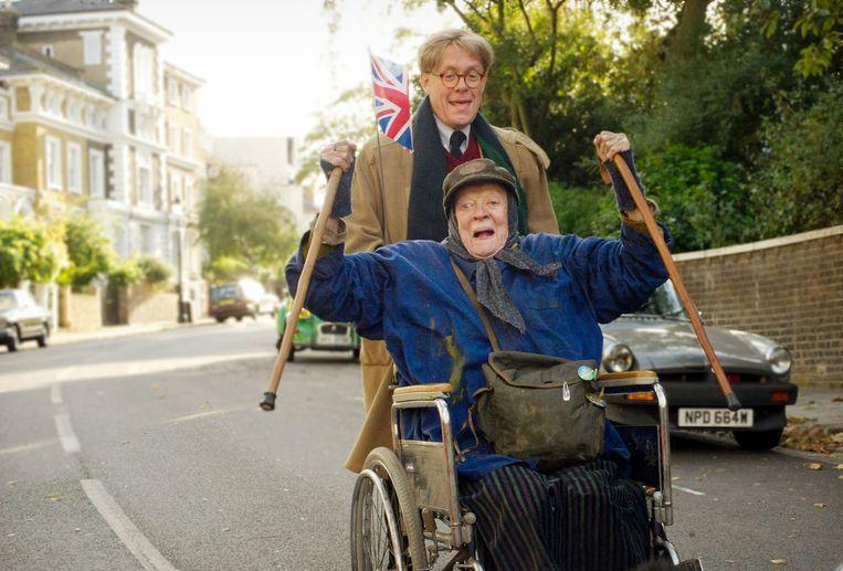 Maggie Smith en Alex Jennings in The Lady in the Van van Nicholas Hytner. Beeld