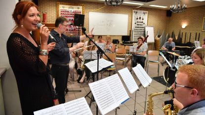 Muziekkapel brandweer repeteert met Sabien Tiels en Jelle Cleymans