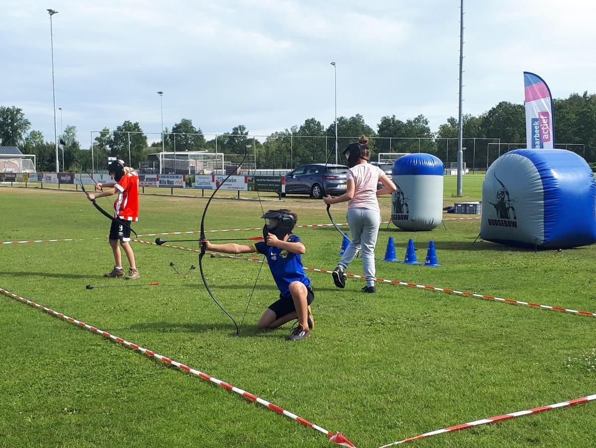 Laarbeek Actief in Mariahout: Archery Attack ofwel trefbal met pijl en boog.