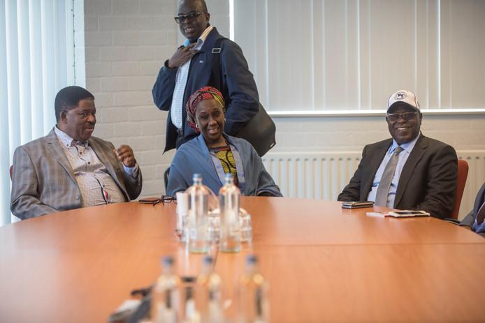 De Nigeriaanse minister van industrie en handel, Aisha Abubakar, met een deel van haar delegatie.