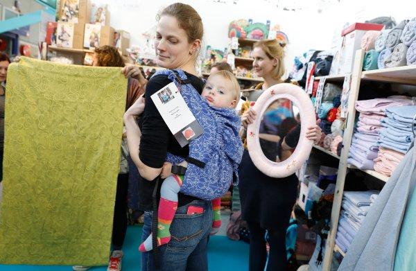 Babyspullenindustrie speelt in op emotie van ouders: 'U wilt toch wel het beste voor uw kind?'