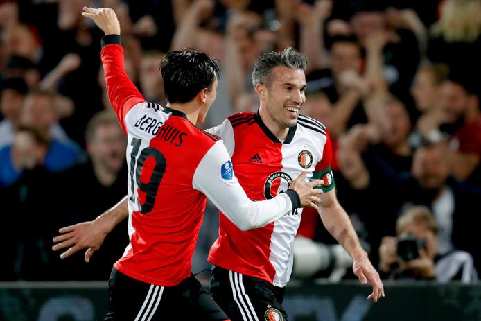 Robin van Persie vier de 2-1 met Steven Berghuis.