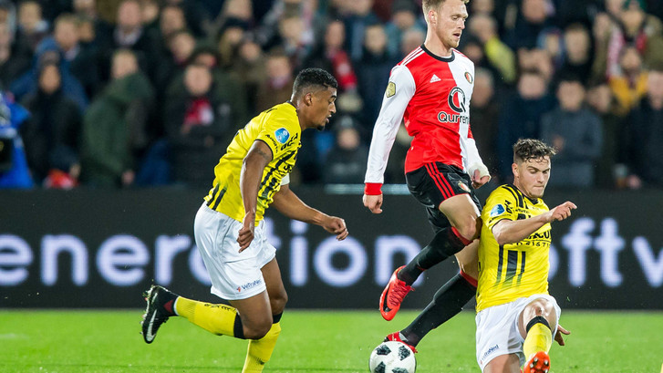 Nieuwe schade voor Feyenoord door goal van PSV-huurling Damian van Bruggen