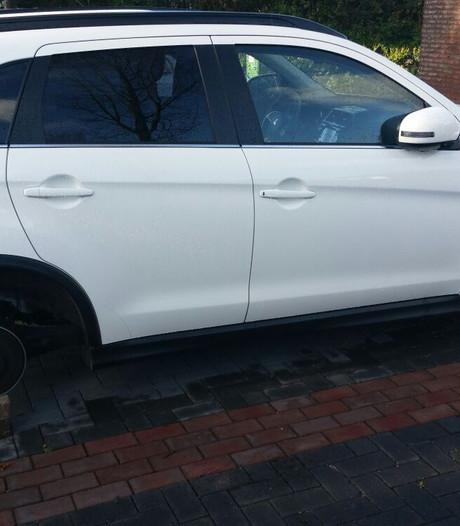 Banden gestolen van auto in Den Bosch, wagen daarna op stenen gezet