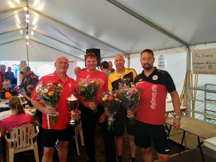Het team van Vergane Glorie dat zaterdag won in de Cupklasse bij de Kloatscheetersmarathon in Tilligte: Kees Numan, René Fox, Ron Rozeboom en Bas Zwiers (vlnr).