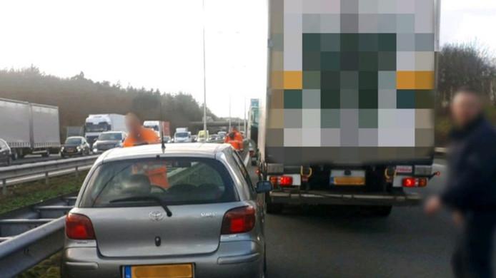 Een vrachtwagenchauffeur uit Alphen heeft woensdagmiddag een ernstig verkeersongeval voorkomen.