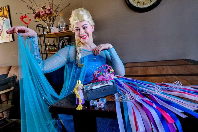 Lotus Verbeek verhuurt zichzelf als prinses op bijvoorbeeld kinderfeestjes.