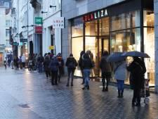 """Meteen file aan Primark bij heropening winkel, maar Stad Gent kijkt strikt toe: """"Wachtrij mag niet langer zijn dan breedte van gevel"""""""