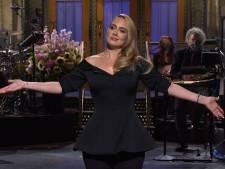Adele grapt over gewichtsverlies in eerste televisieoptreden in drie jaar