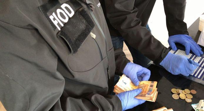 Archiefbeeld: Bij de inval werd 200.000 euro cash geld in beslaggenomen.