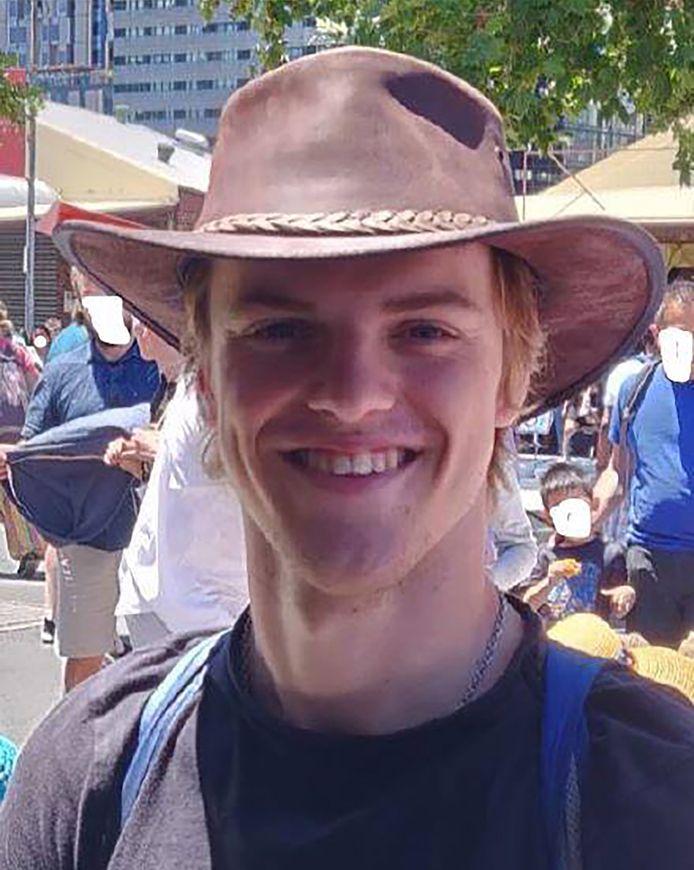 De 18-jarige Théo Hayez verdween na een bezoek aan the Cheeky Monkey's bar in Byron Bay, zo'n 160 kilometer ten zuiden van Brisbane in de deelstaat New South Wales.