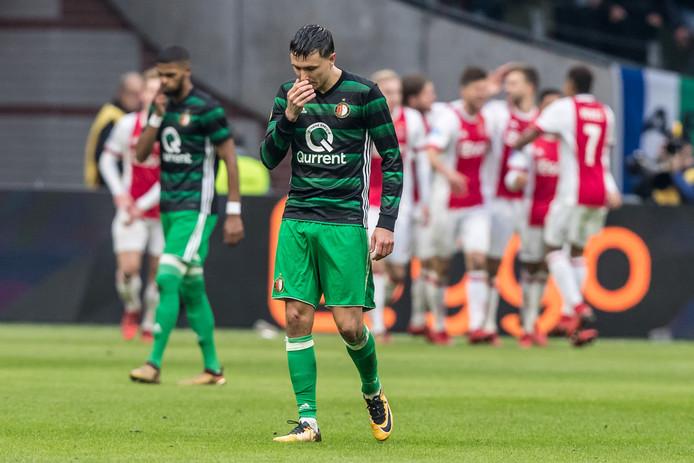 Steven Berghuis baalt na een goal van Ajax.