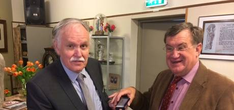 Zilveren penning Brabants Heem voor Adriaan Sanders uit Uden