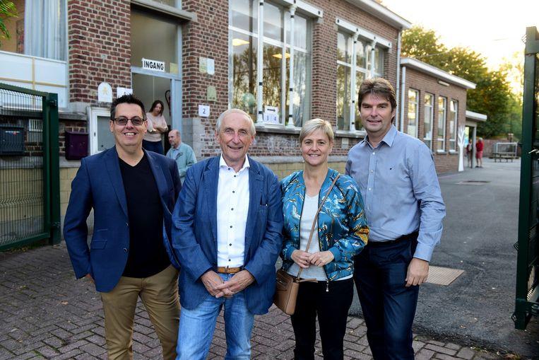 Burgemeester Michel Doomst hier samen met  enkele CD&V raadsleden is blij  dat de verkiezingen geldig zijn verklaard