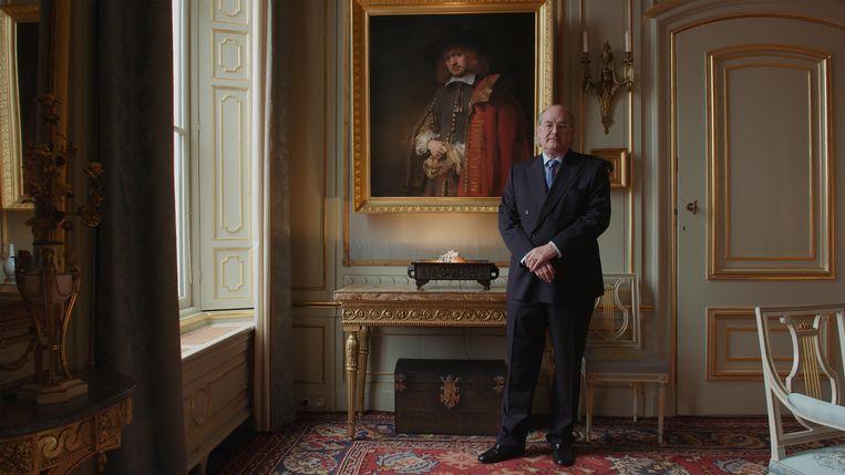 Jan Six X voor het portret dat van zijn voorvader Jan Six I werd gemaakt.  Beeld filmstill