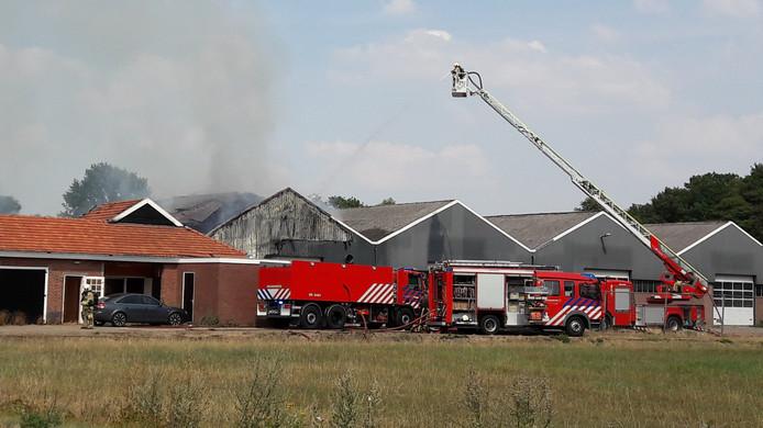 De schuur brandde grotendeels af.