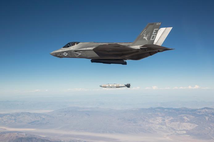Japan zet alles op alles om hun gecrashte F-35 te vinden, voordat aartsrivaal China onderdelen in handen krijgt.
