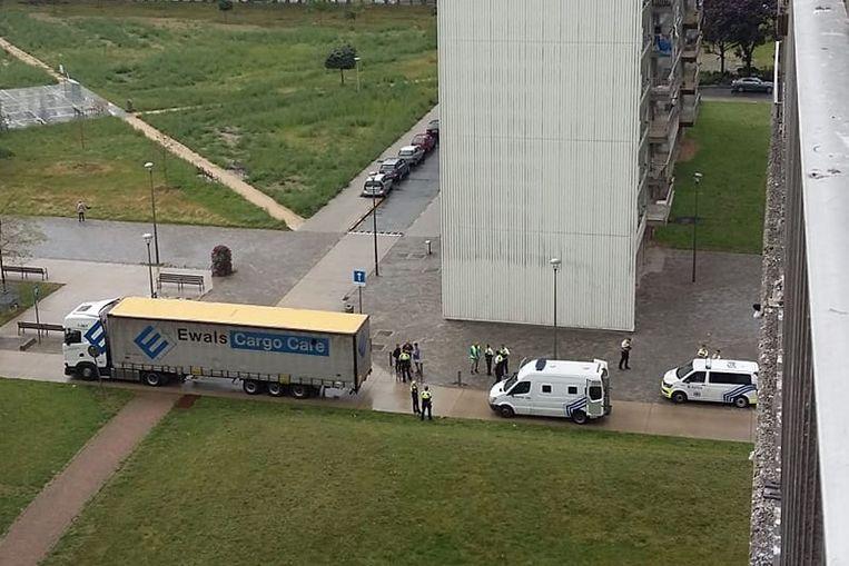 Illegalen zaten in een vrachtwegen verstopt.
