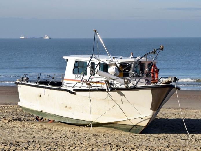 De 'cokeboot' op het strand van Cadzand. Foto: Peter Nicolai
