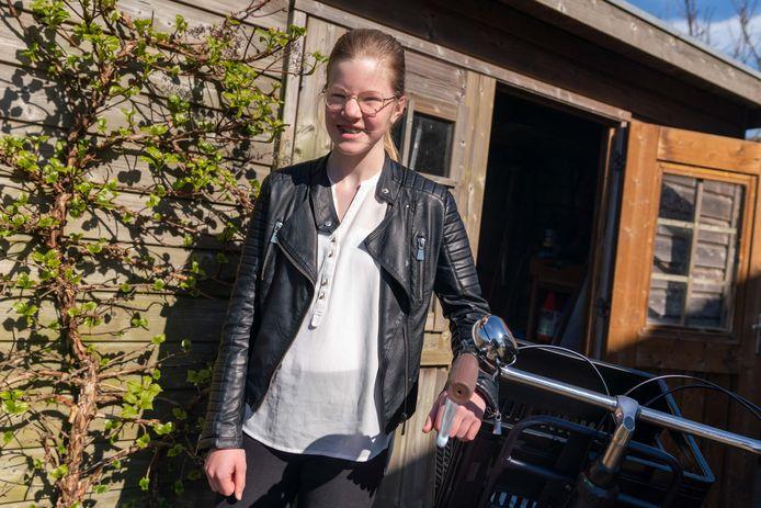 """Vrijwilliger Lotte Hermans van De Hoge Hof in Herveld. ,,Zeker als je interesse hebt in zorg zou ik vrijwilligerswerk aanraden."""""""