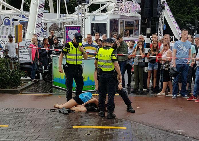 De 27-jarige vrouw uit Borne wordt gearresteerd op de kermis in Tilburg.