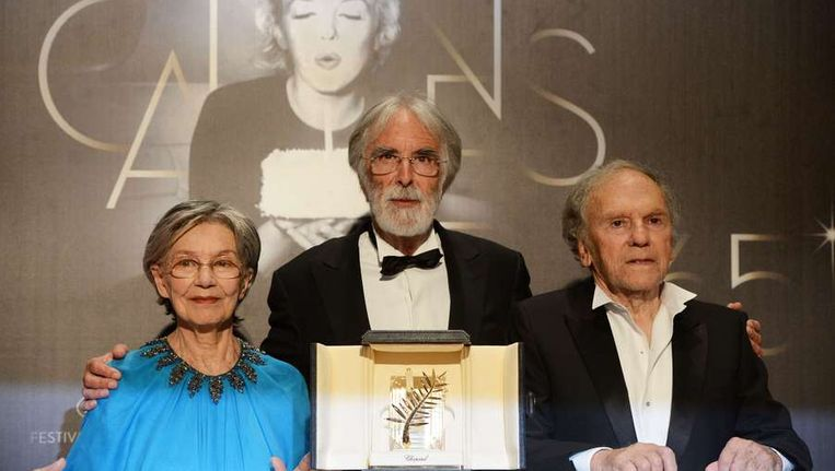 Regisseur Michael Haneke met de acteurs Emmanuelle Riva en Jean-Louis Trintignant. Beeld AFP