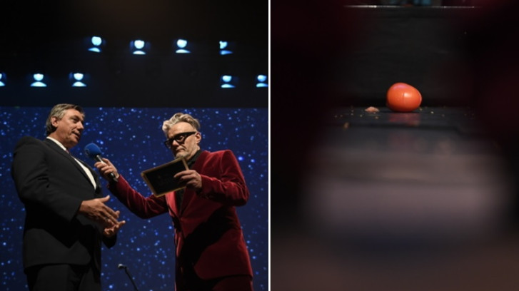 Jan Jambon hué et visé par des tomates pendant la remise des prix du secteur culturel flamand