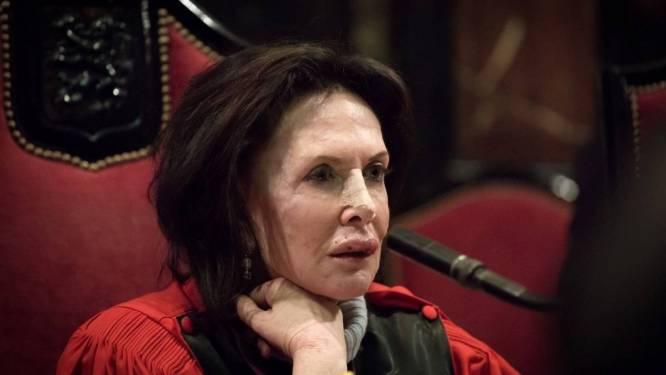 'Madame Justice' laat zich niet bang maken: met gebroken neus in rechtszaal