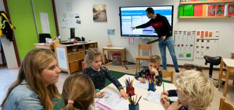 Thuis lessen volgen via de laptop, hoe lang nog? 'Meer kinderen gaan naar noodopvang'