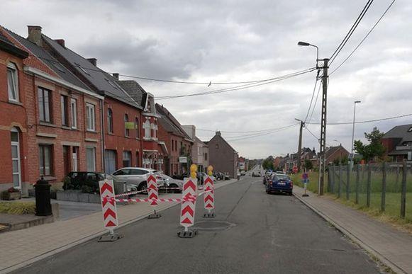 De verzakking situeert zich halfweg de Rammelstraat.