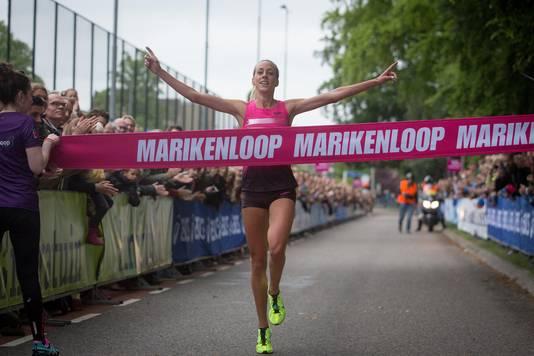 Susan Krumins wint de Marikenloop in 2013.