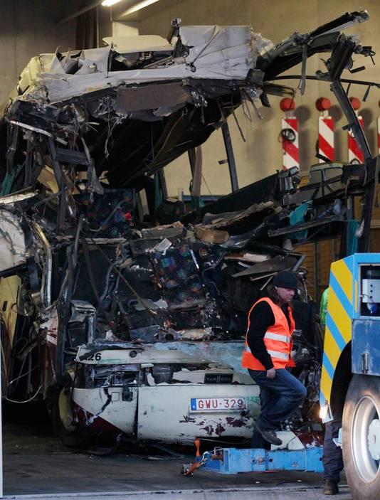 De bus met toeristen crashte op een tunnelmuur, waarbij 28 personen omkwamen. Zes van hen waren kinderen uit Nederland.