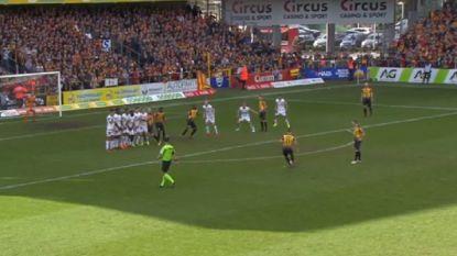 """VIDEO: KV Mechelen pakt uit met knappe variant op vrije trap: """"Al 100 keer ingeoefend"""""""
