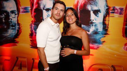 Matteo Simoni's vriendin Loredana showt buikje tijdens première tweede seizoen 'Callboys'