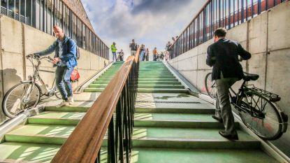 """VIDEO. Unieke tunnel geopend: """"Tandriem trekt fietsen mee omhoog"""""""