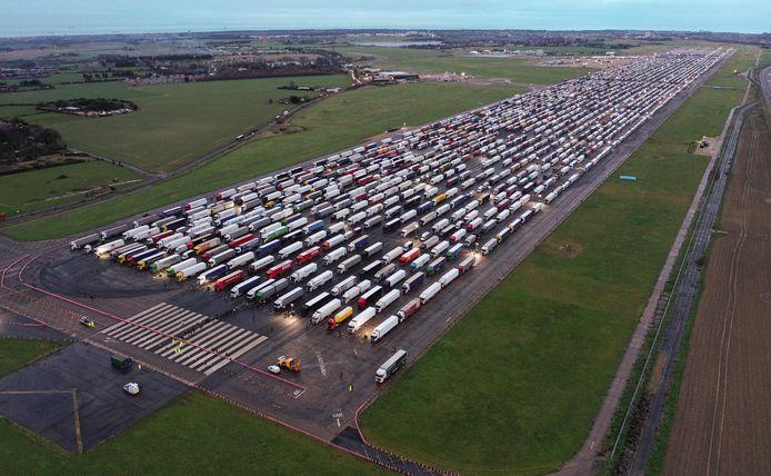 Op de luchthaven van Manston in Engeland stonden vanochtend bijna 4.000  vrachtwagens te wachten op toelating om te mogen vertrekken.