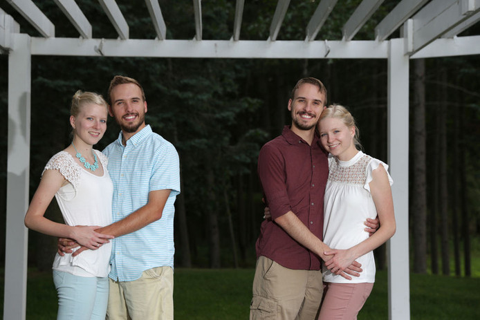 Zack en Nick Lewan trouwen met Krissie en Kassie Bevier.