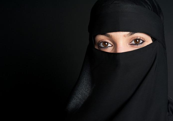 Moslima met nikab.