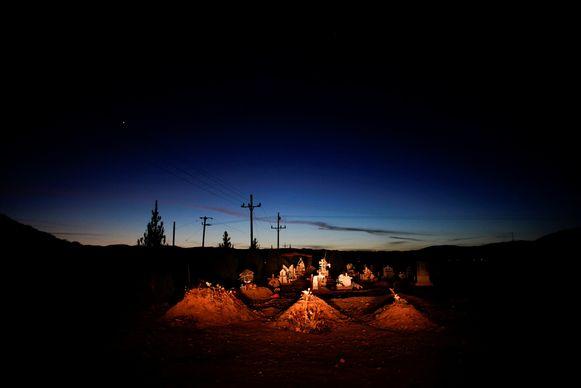 De graven van Rhonita Miller en vier van haar kinderen die werden vermoord in Mexico in november.